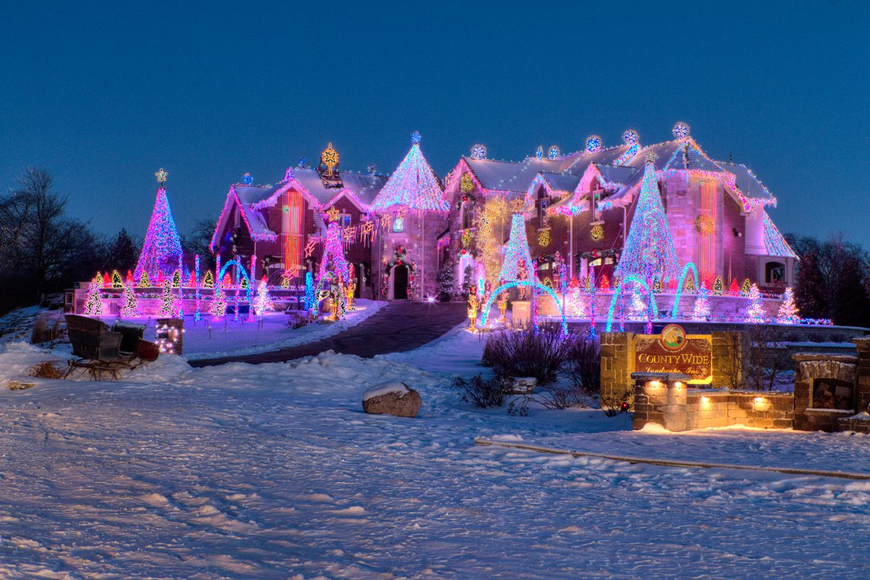 11 Of The Best Christmas Light Displays In Illinois