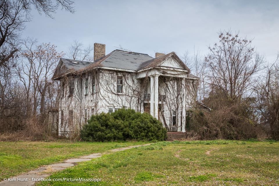 7 Historic Plantations In Mississippi That Are Being ... on beaufort south carolina old plantations, old florida plantations, old slavery plantations, old natchez plantations, old hawaii plantations, old new orleans plantations, old savannah plantations, old southern plantations,