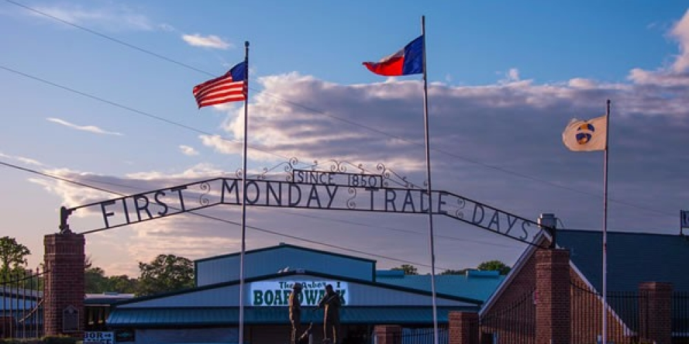 You Could Easily Spend All Weekend At This Enormous Dallas - Fort Worth Area Flea Market
