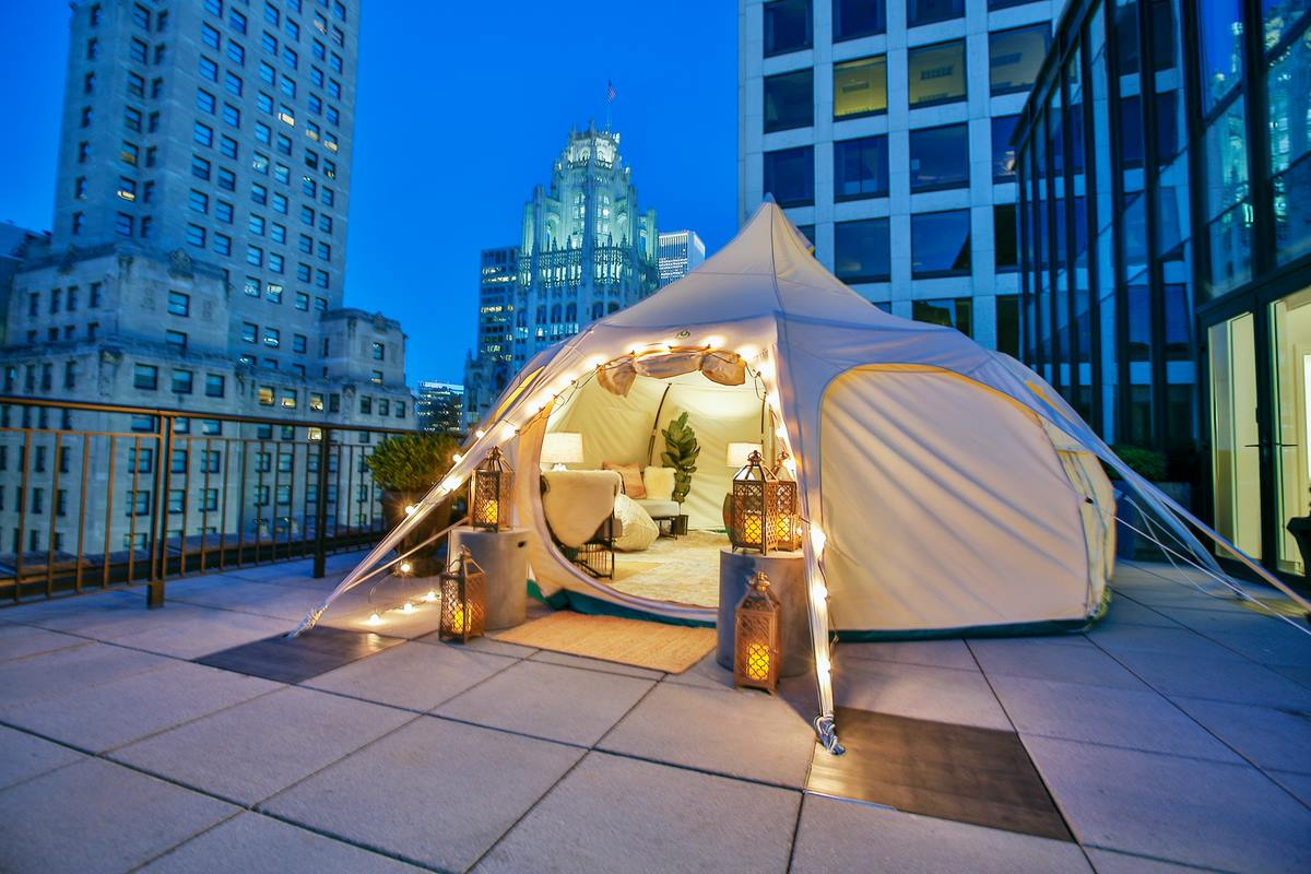 The Gwen In Chicago Has A Rooftop Glampground