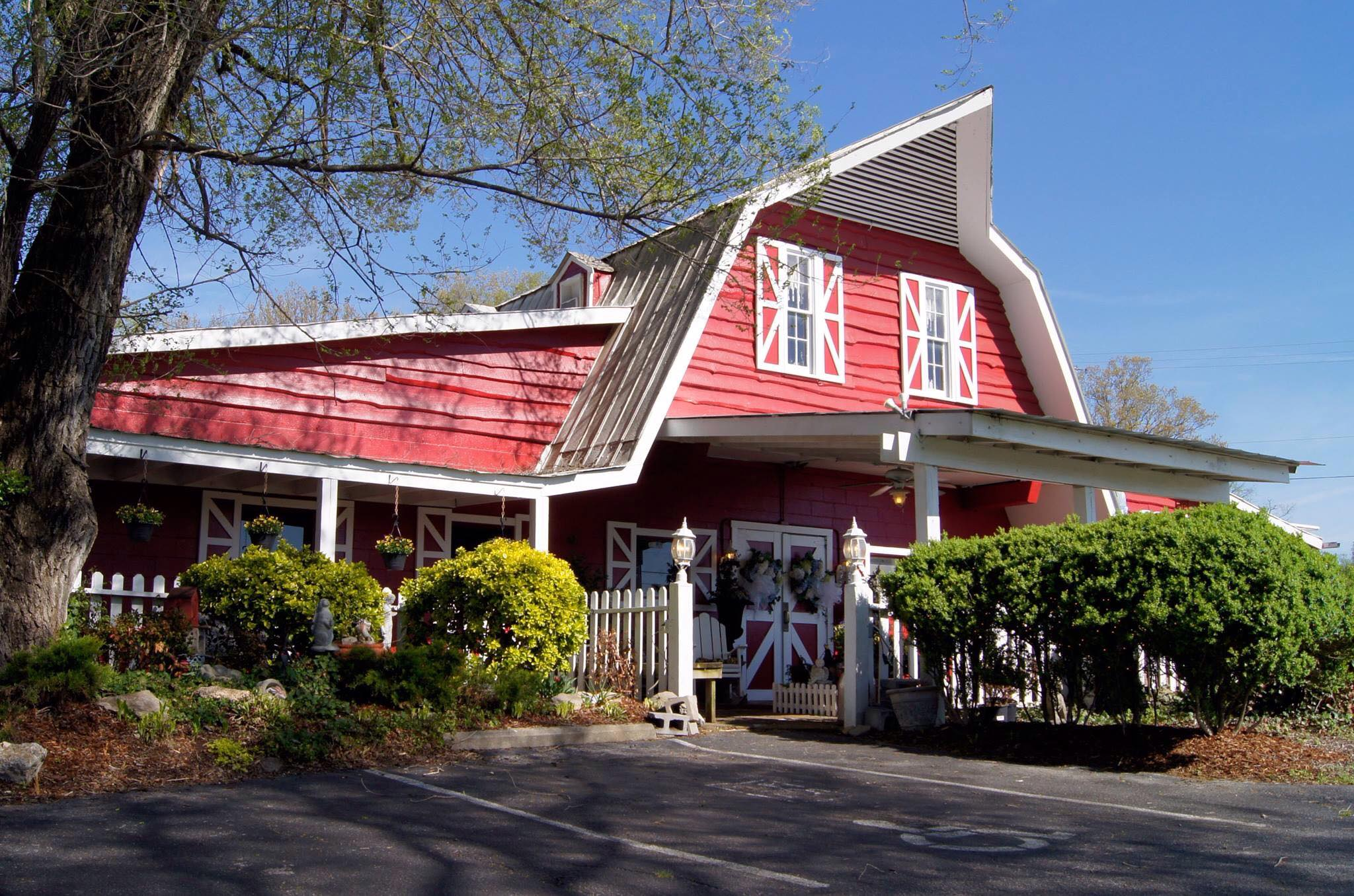 Chaffin's Barn Theater Is Best Barn Restaurant In Tennessee