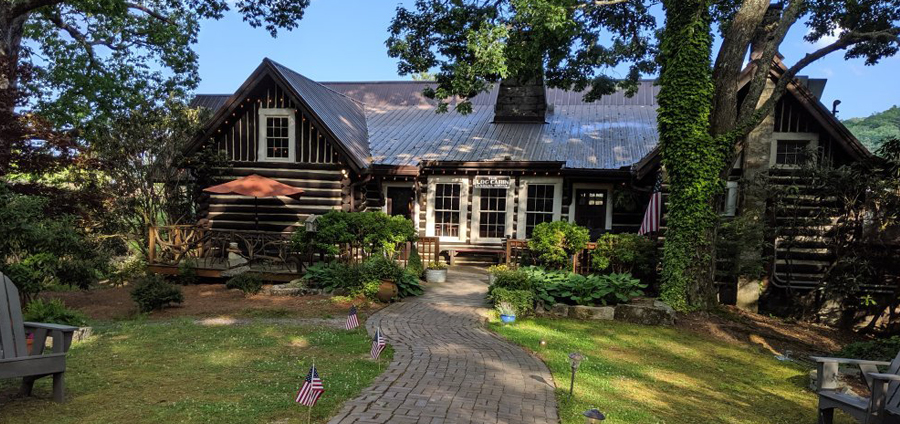 The Log Cabin Restaurant In North Carolina Is Rustic And