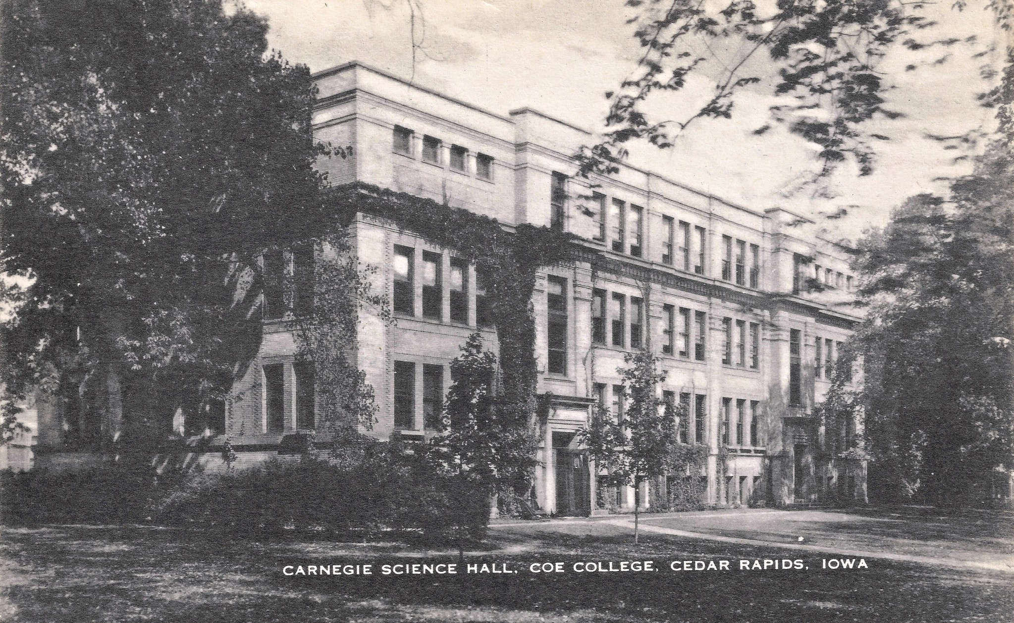 The Chilling Tale Of Coe College Is One Of Iowa's Spookiest Ghost Stories