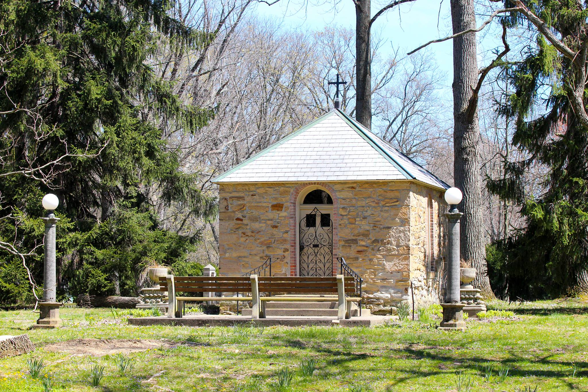 The St. Anne's Shell Chapel In Indiana Is Bizarrely Beautiful And Its History Is Fascinating
