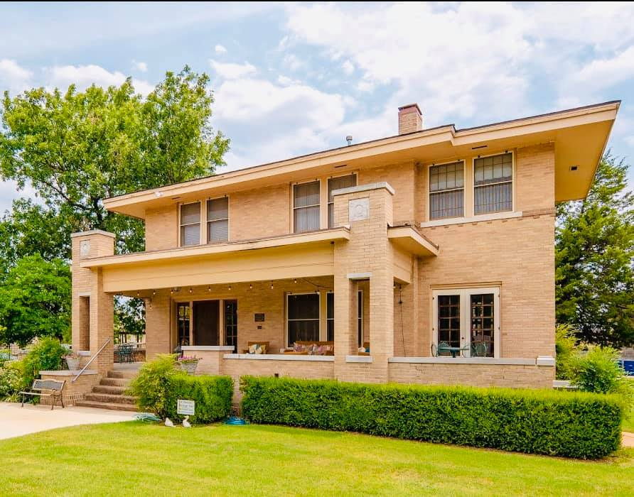 The History And Architecture Of Frank Lloyd Wright Can Be Explored At Foreman Prairie House In Oklahoma