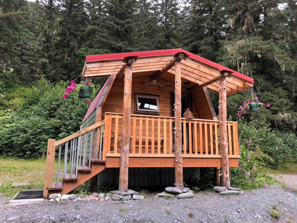 Relax For The Weekend At This Hideaway In The Alaskan Alpine Forest