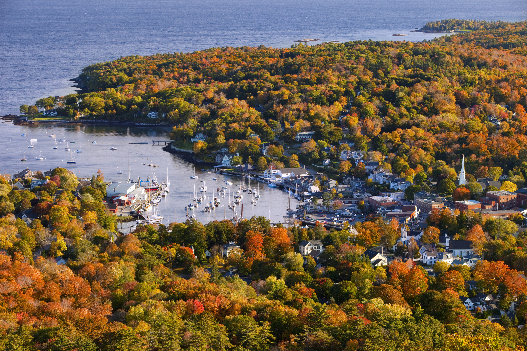 Camden Is A Small Maine Town That Looks Like A Hallmark Movie During The Fall