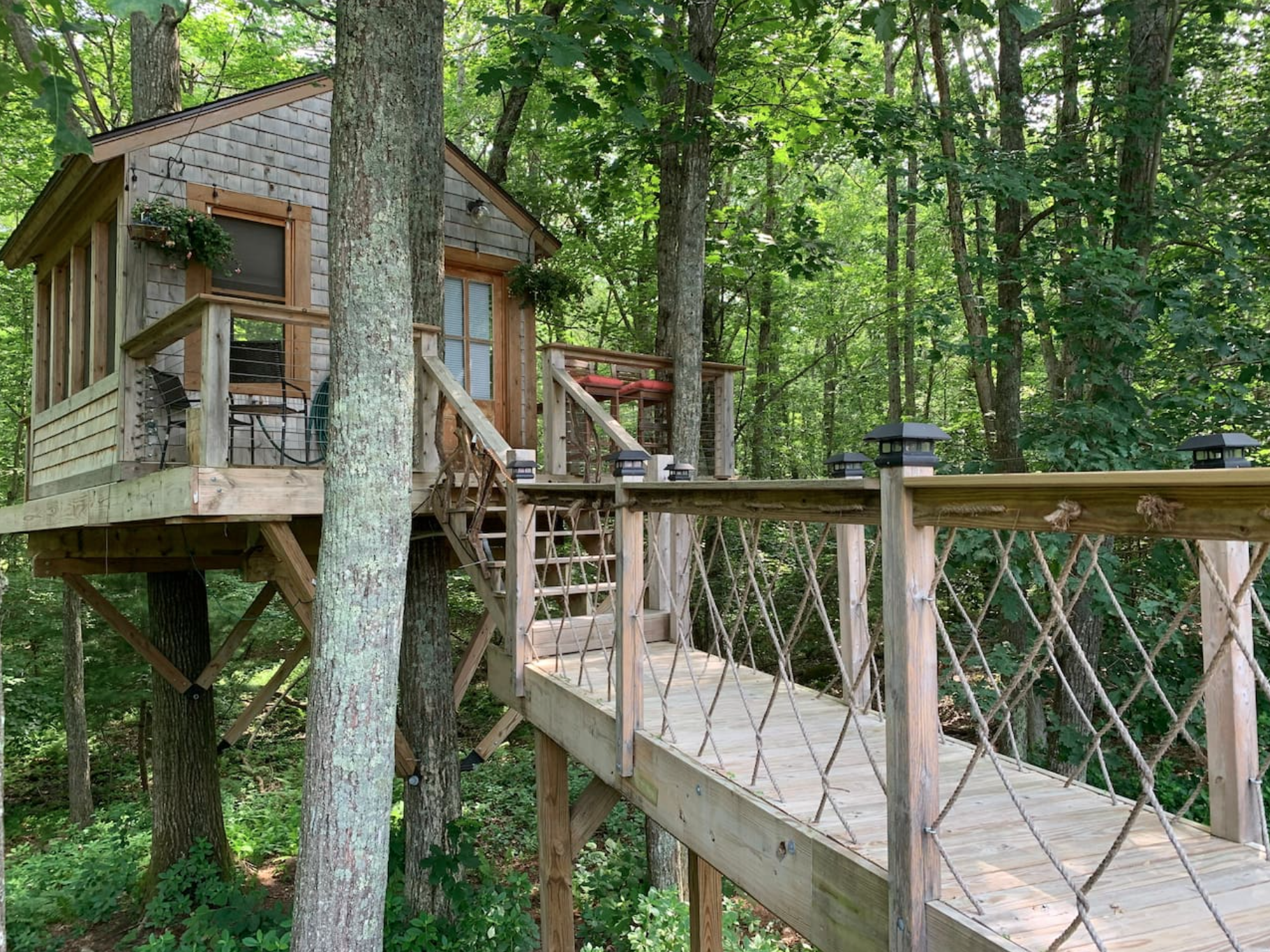 There's A Treehouse Airbnb In Rhode Island And It's The Ideal Little Hideout