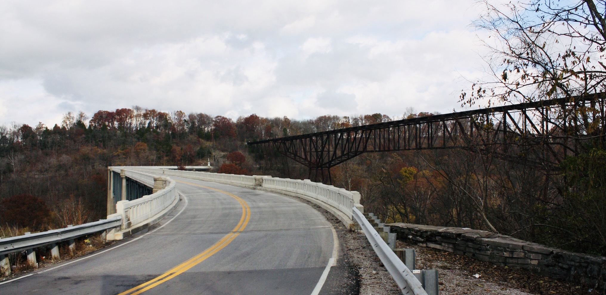 """This Unique """"S"""" Bridge In Kentucky Is The Only One Of Its Kind In The U.S."""
