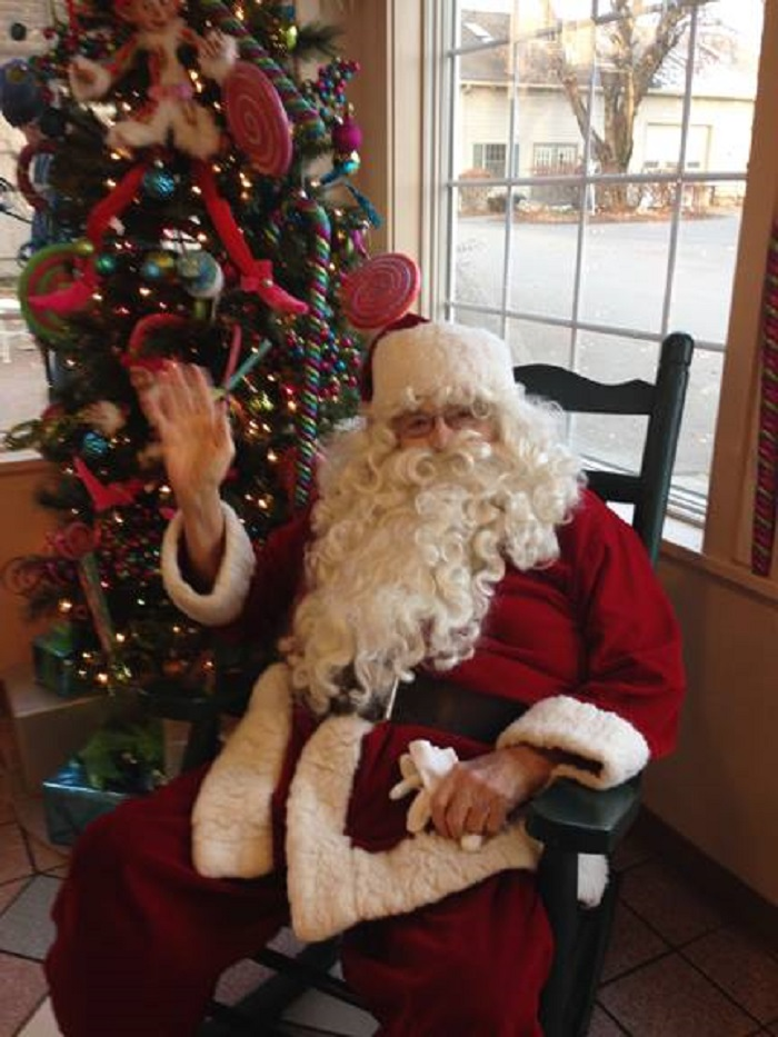 Meet Santa Mrs. Claus On This Festive Family Tasting Tour In Pennsylvania