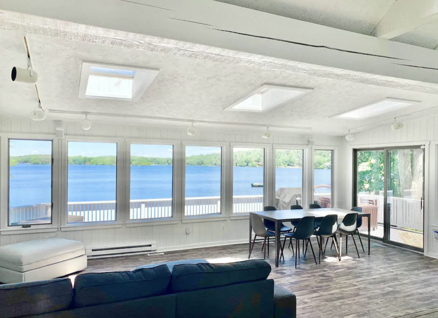 Forget The Resorts, Rent This Charming Waterfront Lakehouse In New Jersey Instead
