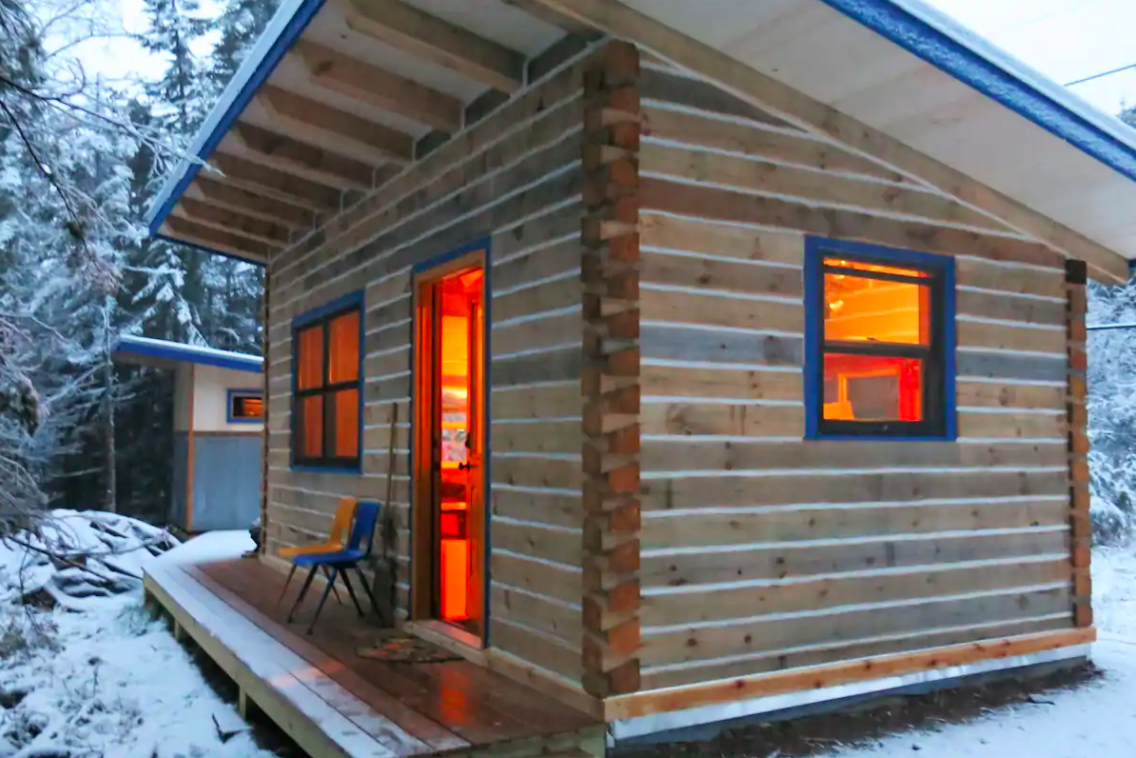 This Tiny Log Cabin Way Up In Northern Minnesota Is The Coziest Winter Getaway