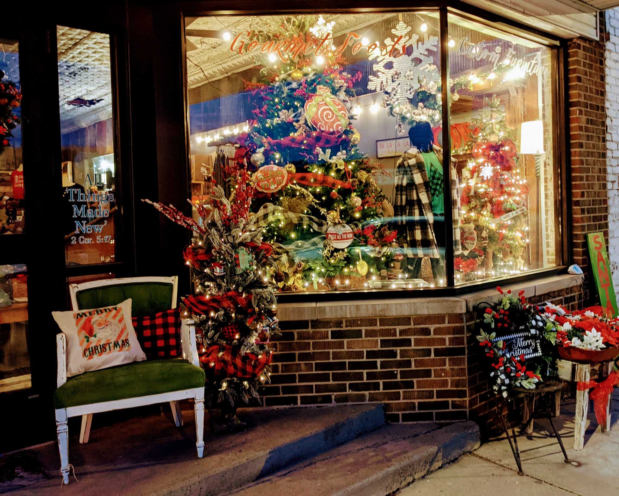 Christmas In These 5 Illinois Towns Looks Like Something From A Hallmark Movie